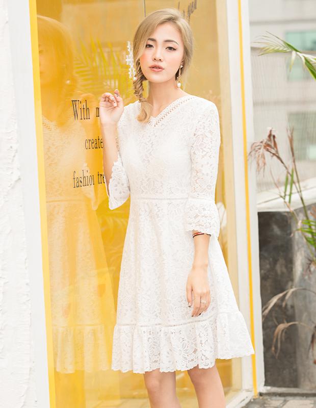【伊霓裳】YCAQ-760 V领蕾丝喇叭袖连衣裙