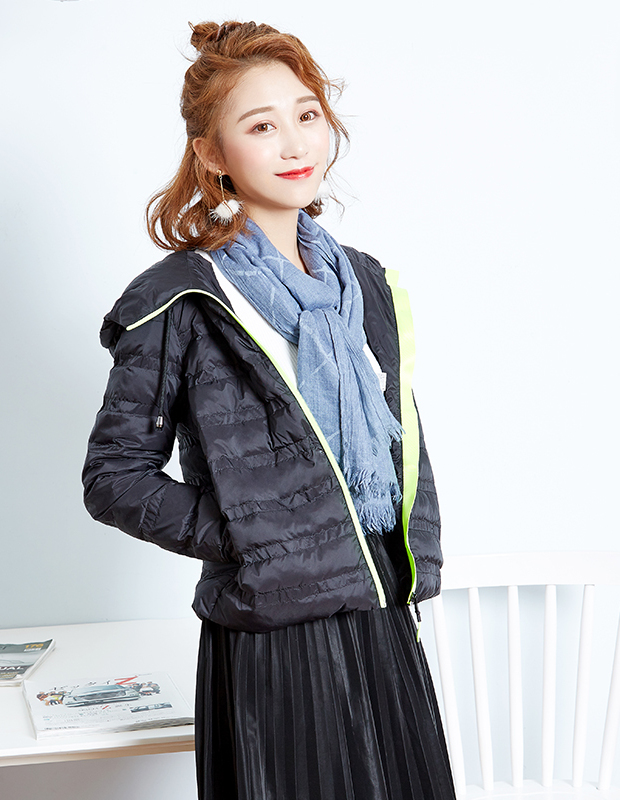 【伊霓裳】YCDQ-828 轻薄锁温连帽羽绒服